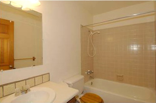 santa_fe_condo_bathroom_with_lots_of_tile-500